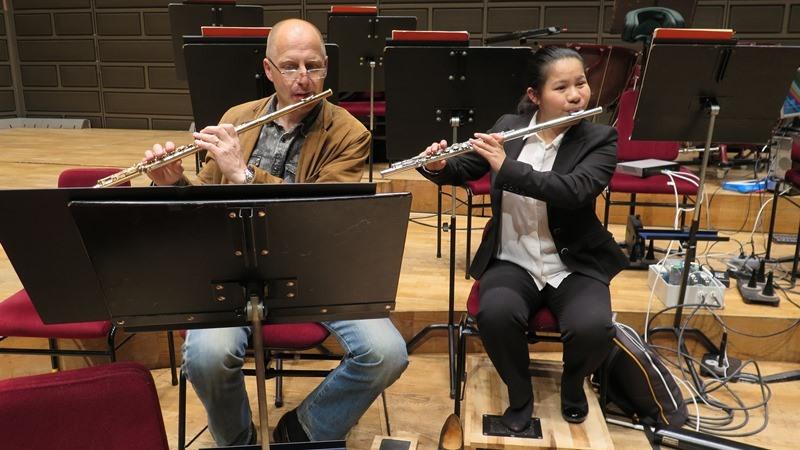 Jing Wu och läraren Jan Bengtson.