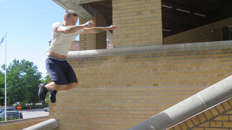 Man som hoppar