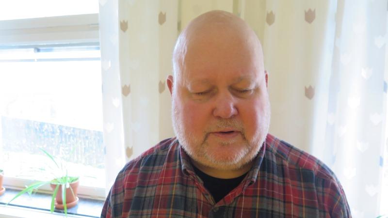 Bild på Rolf Eriksson som har skägg och rutig skjorta.