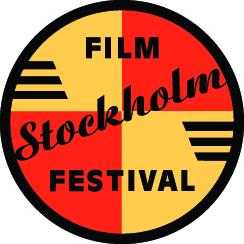 Festivalens cirkelformade logotyp med en botten av gula och röda fält med text i svart. Orden film och festival i versaler och ordet Stockholm i typsnitt som andas 1950-tal.