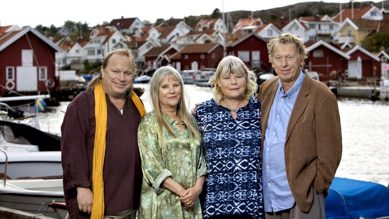 """Från SVT:s """"Saltön"""" i skärgårdsmiljö: Bengt (Claes Malmberg), Johanna (Ulla Skoog), Emily (Anki Larsson) och Thomas (Tomas von Brömssen). Foto: Bo Håkansson, SVT/legal"""