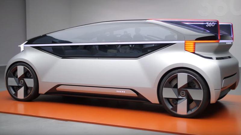 En silverfärgad bil med hela övre halvan täckt av glas.
