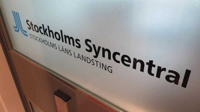 Skylt med landstingslogga och texten Stockholms syncentral