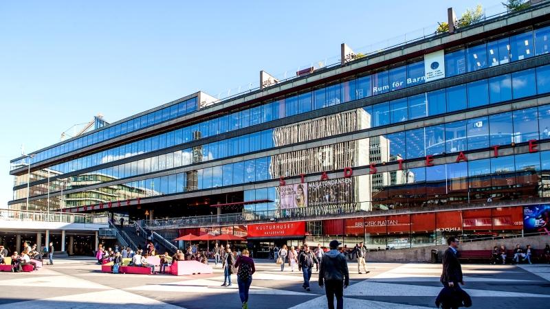 Foto kulturhuset, stor glasfasad på Sergels torg