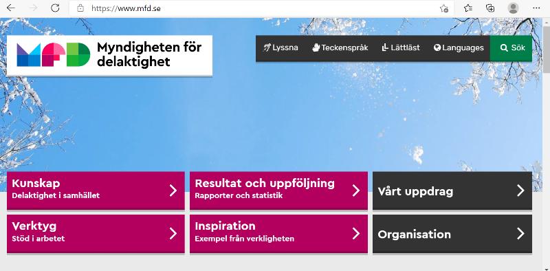 Bild från MFD:s webbplats. Fält i lila och svart ligger över en bild på blå himmel med snöklädda genar i ytterkanterna.