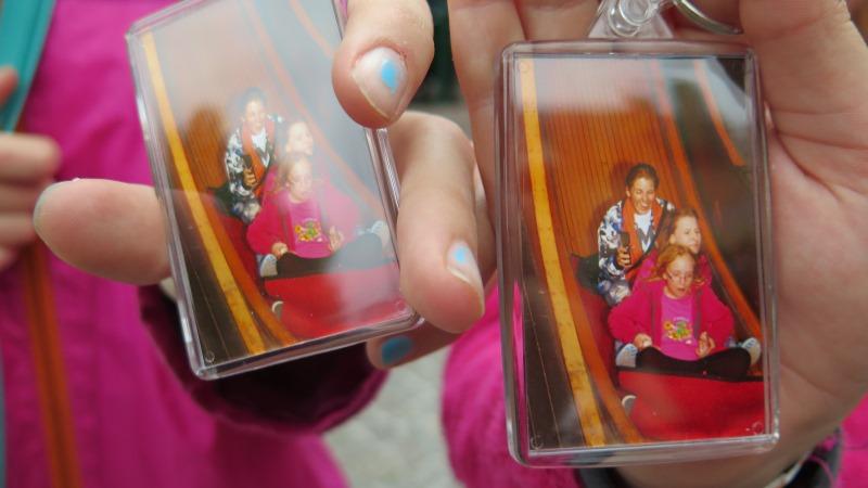 Nyckelringar med bilderna som fotades under flygande mattan.