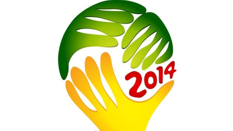VM-loggan har formen av tre händer som formar en fotboll. Två händer är gröna, en är gul och texten 2014 på bollen är röd.