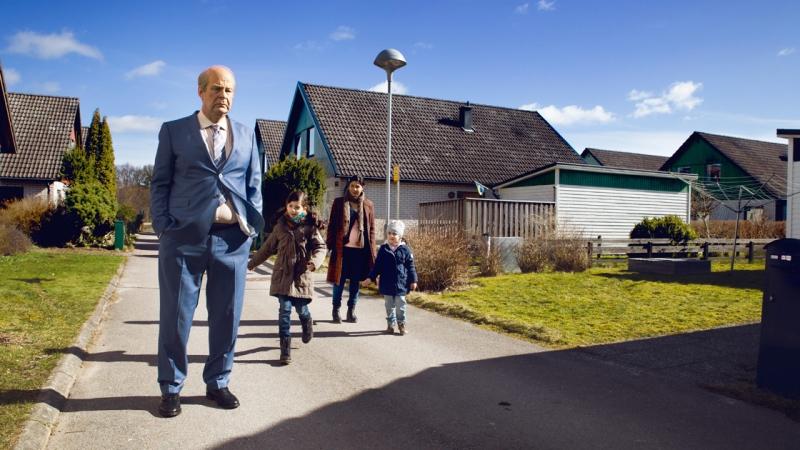 Bild från filmen med Rolf Lassgård i förgrunden. Foto: Anders Nicander