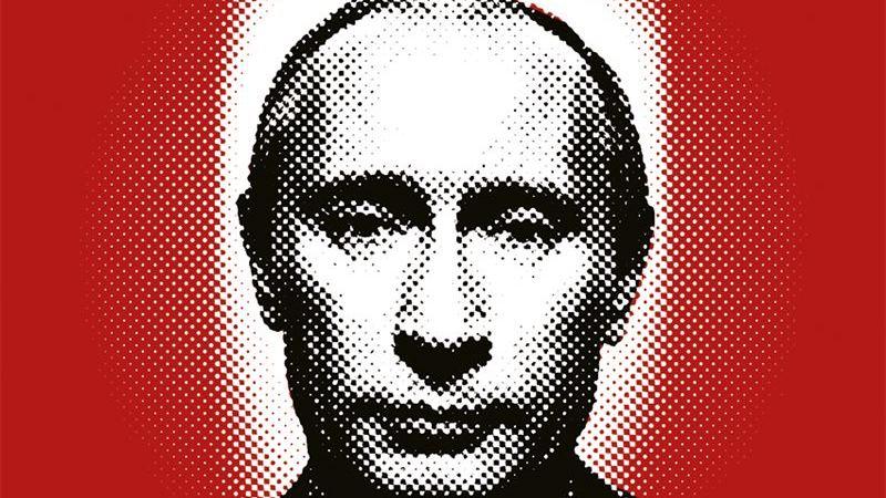 En bild på Putin framför en röd vägg.