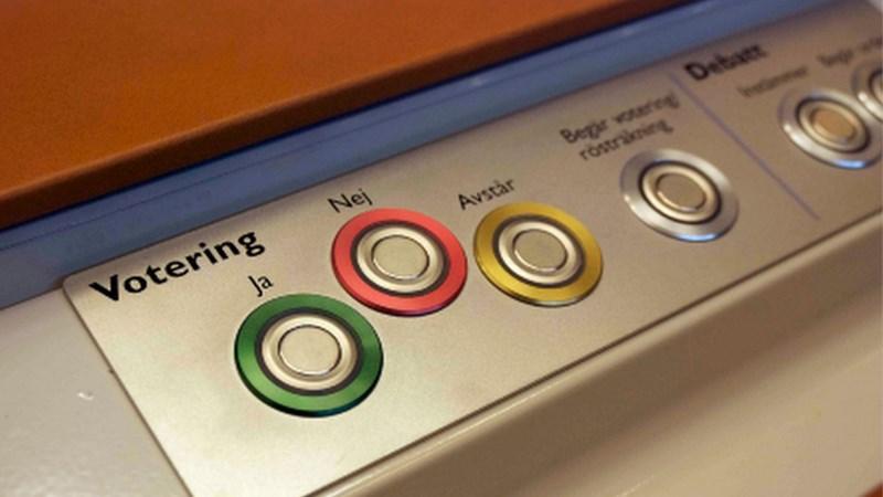 Bild på knappar. En grön för ja, en röd för nej och en gul för avstår.
