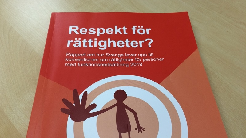 Röd katalog med text: Respekt för rättigheter